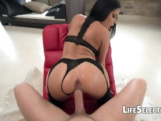 Sizzling Brunette Gives A Very Slobber Deepthroat Blowjob